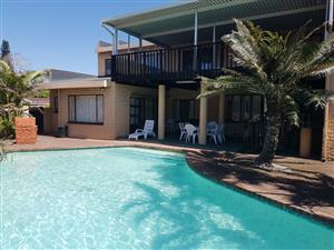 Frere Manor Shelly beach 12 sleeper Private Swimming pool Dstv Premium