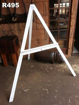 Triangular easel set