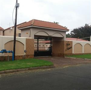 AVAILABLE 1ST JUNE! 2Bed, 2Bath Townhouse To Let In Villa Adante, Dalview, Brakpan!