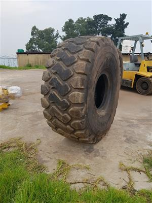 29.5R25 TRIANGLE TYRES FOR SALE, TWO AVAILABLE, NO REPAIRS
