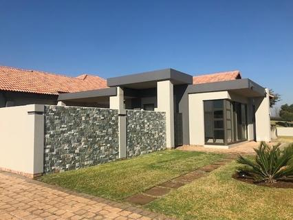 Beautiful, modern  single storey home, affordable and immaculate.