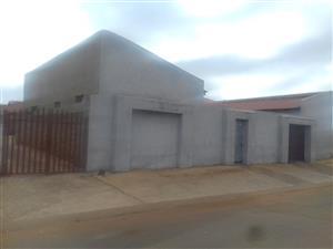 2 bedroom,1 bath,7 backrooms and 2 outside showers.Villa liza Boksburg. R 800,000