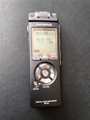 Olympus DS-30 Digital Voice Recorder - as new - record up to 68 hours of sound!