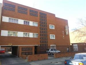 NEAT, SPACIOUS VERY SECURE 2 BEDROOM FLAT NEAR SCHOOLS, SHOPS AND CLINIC IN VEREENIGING