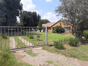 Plot with house to let