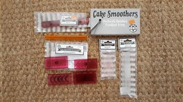 Cake and icing decorating implements