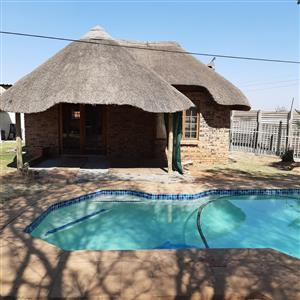 One bedroom garden flat available in The Reeds. R 4000 p/m