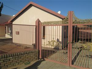 2 BEROOMS HOUSE FOR SALE R300 000.00 LEBANON WINTERVELD CALL QUINTON FOR MORE INFO @ 0723325794 / 0727030569