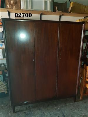 3 Door Imbuia Wardrobe (1390x555x1735)