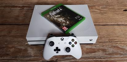 Xbox One S Bundle (Neat condition)