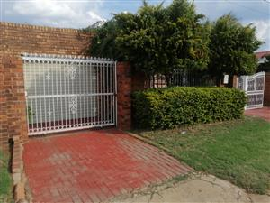 4 BEDROOMS WITH 2 BACK YARD ROOMS FOR SALE MAMELODI EAST TSAMAYA RAOD R950 000.00 CALL 076 081 3571 FOR MORE INFO
