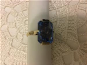9 carat gold ring  with blue topaz gem for sale - cash only - Pretoria