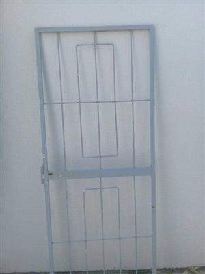Hinge full framed safty gate