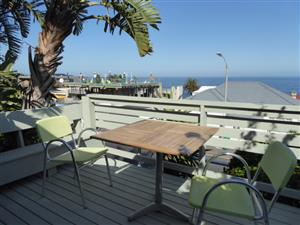 Lovely beachfront, 1 bedroom apartment, best position Bakoven/Camps Bay.