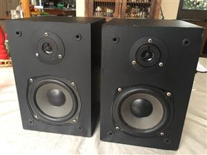 Vintage Yamaha 2-Way Bookshelf speakers