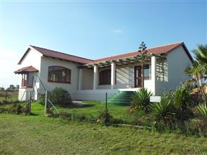 Spacious, modern 2 bed country cottage available now. 20 mins to Fourways