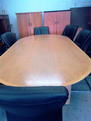 Oak Oval 8-Seater Boardroom Table