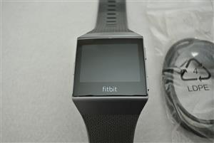 Fitbit Ionic Smart Watch in mint condition LARGE