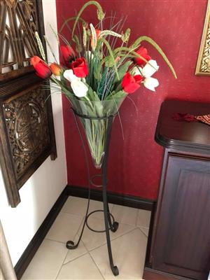 Household Lovely wrought iron, 100cm high, stand & cone glass vase. Includes artificial flowers as per foto.