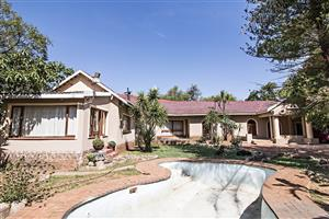8.5Ha Plot NORTH of Pta with 4 Bedr House, 2 Bedr Flat & CATTLE for R2 140 000.00 NEGOTIABLE!