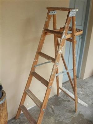 Wooden step ladder 5 rung good stable ladder with paint / work station