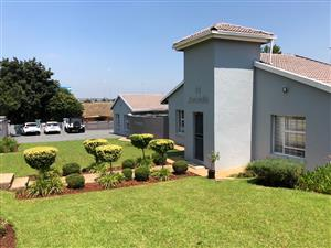 AMATOLA ROAD: BUSINESS PREMISES FOR SALE IN CENTURION WITH N1 HIGHWAY VISSIBILITY!!