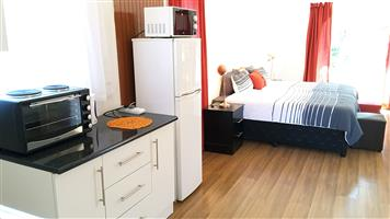 Sunny Hatfield Apt. WIFI + DSTV Up to 4 Persons