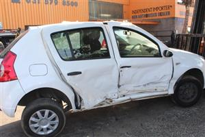 Stripping this vehicle Renault Sandero
