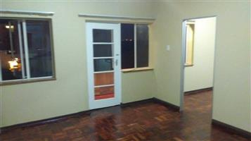 FLORIDA Lake 3bedroomed flat to rent for R5000
