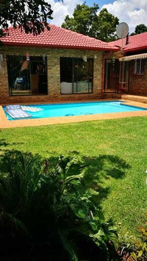 HOUSE WITH LOTS OF EXTRAS FOR RENT IN ELARDUSPARK!!