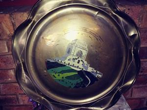 Groot brass skinkbord met voortrekker monumnet