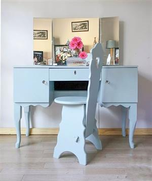 Queen Anne Vanity Dressing Table for sale