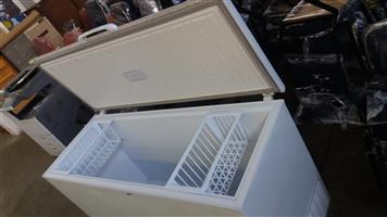 Defy Chest Freezers 387Liter working condition great Cold and Fast freezing