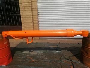 Daewoo 500 Boom Cylinder