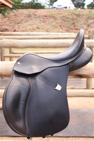 Bates 16.5inch GP Saddle with Cair Panels