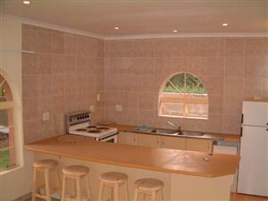 Glen Austin Estate, Midrand, Modern Upmarket 1 Bedroom, Pet Friendly Garden Cottage.
