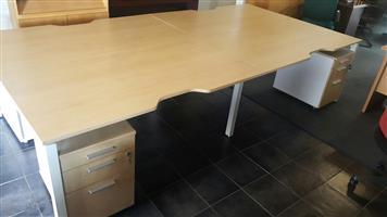 Maple cluster desks