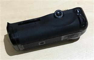 Nikon MB-D10 Multi-Power Battery Pack (Refurbished by Nikon SA)