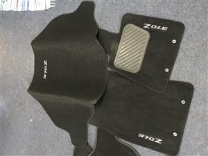 Nissan 370Z OE interior mat set, slightly used, but in good condition.
