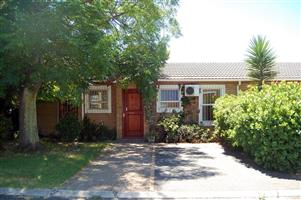Quaint Townhouse in Oak Glen Bellville for sale Own Title
