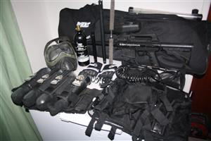 BT OMEGA Paintball gun with accessories