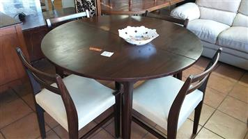 Table and 4 chair set very good condition