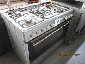Microwaves, Stoves, Ovens and other Kitchen Equipment in Live Wareshous Auction.