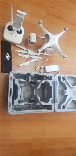 Drone / DJI Phantom P4