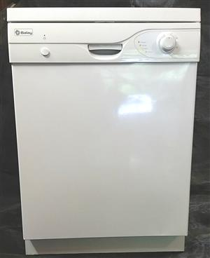 Balay Dishwasher - White with stainless steel inner.