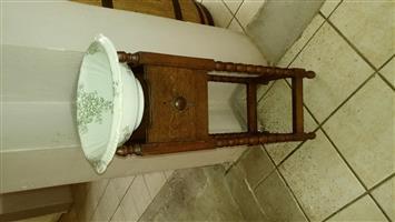 Antiek shawing dish and stand