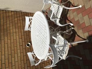 Cast aluminium table with 4 chairs