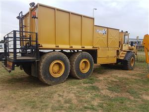 Cat D250D water tanker 18 000L