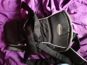 Chelino black strap carrier