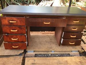 Desk 9 drawers